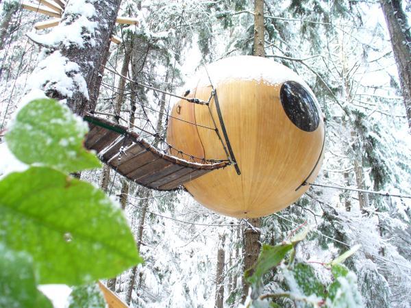Free-Spirit-Spheres-Qualicum-Beach-BC-Canada (10)