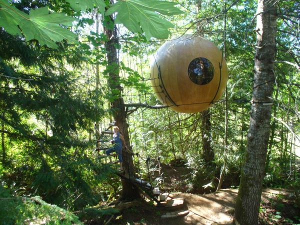 Free-Spirit-Spheres-Qualicum-Beach-BC-Canada (21)