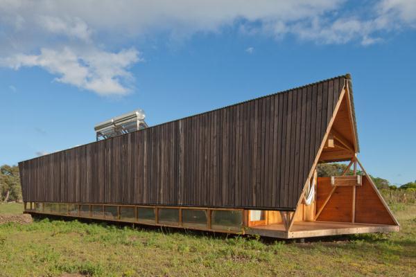 Cabanas-Morerava-Hanga-Roa-Isla-de-Pascua-Chile-AATA Arquitectos (5)